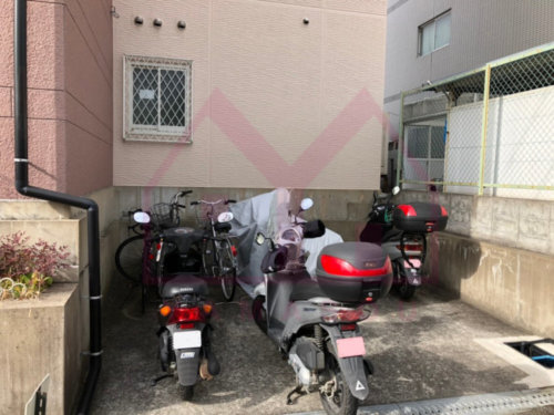 <b>《バイク置場》</b><br>