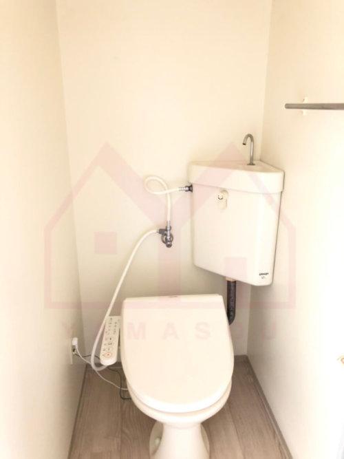 <b>《トイレ》</b><br>ウォシュレット完備
