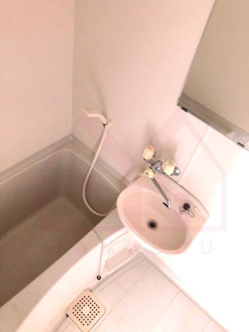 <b>《洗面・バスルーム》</b><br>バス・トイレ別!