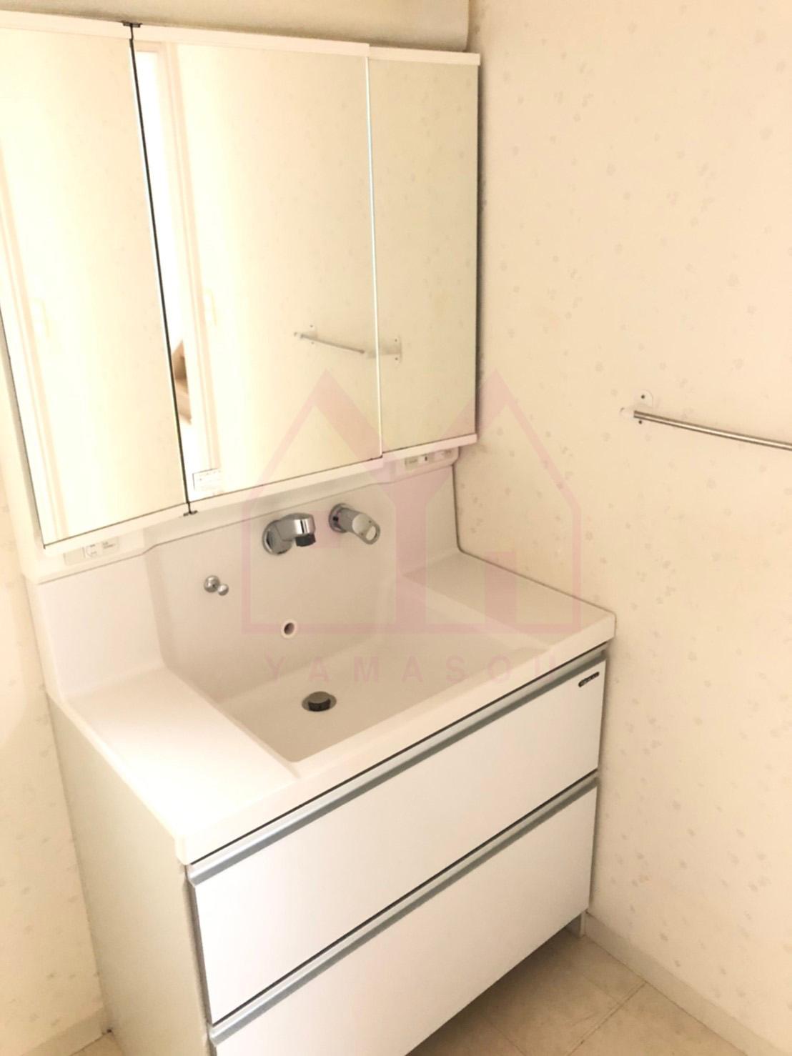 <b>三面鏡洗面台</b>